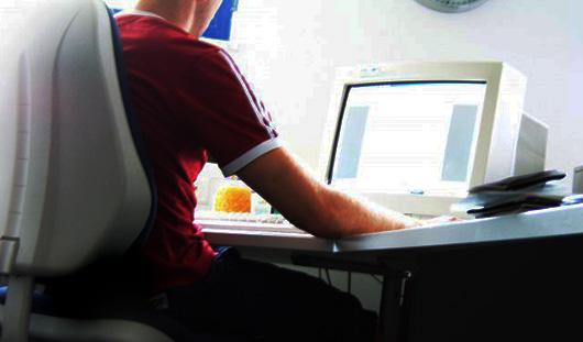 В Ижевске школьник представлялся в Интернете девушкой и за интимные услуги просил деньги