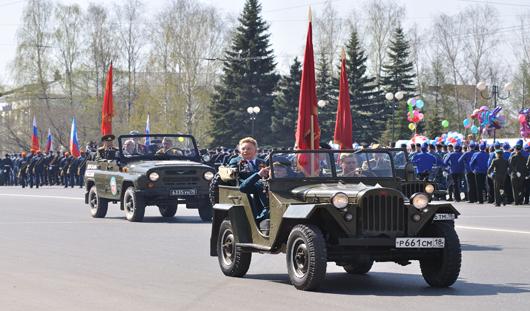 9 мая 2015 в Ижевске: караоке-битва, акция «Бессмертный полк», техника времен войны