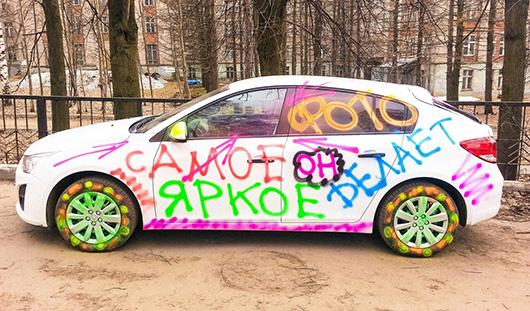 В Ижевске разрисовали «Шевроле» свадебного фотографа