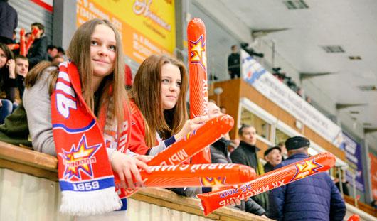 Икона российского хоккея и автографы на запястьях болельщиц: о чем пишут в соцсетях болельщики «Ижстали»