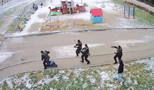 Ижевскому полицейскому, избившему задержанного, вынесли предупреждение