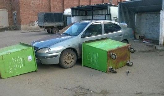 В Ижевске водителя наказали за неправильную парковку во дворе