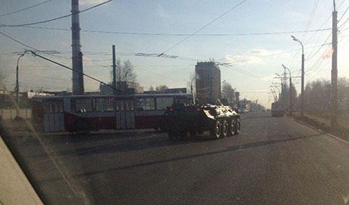 В Ижевске столкнулись троллейбус и БТР