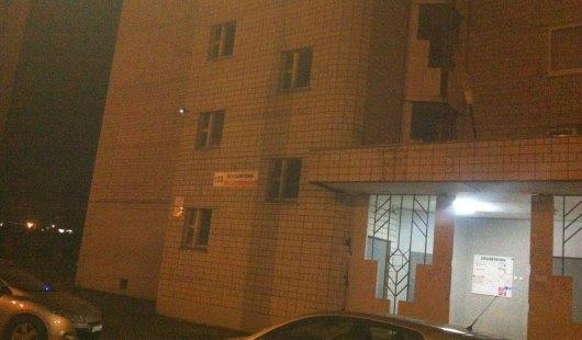 В Ижевске на улице Ворошилова с 11-го этажа выбросилась девушка