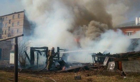 На улице Автономной в Ижевске загорелись гаражи
