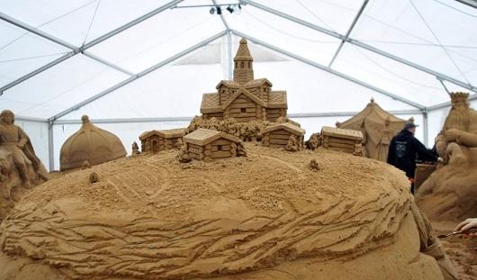 Ижевчанин смастерил «Чудо-юдо рыбу-кит» из песка
