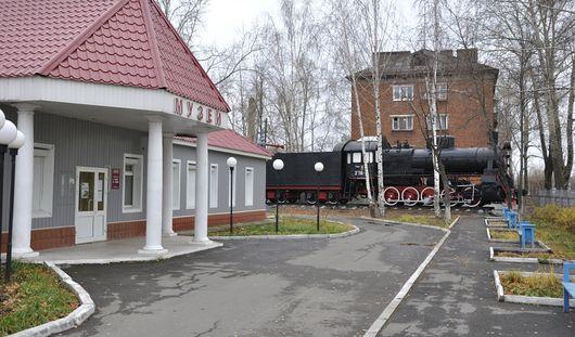 Есть вопрос: как установили паровоз около железнодорожного музея Ижевска?