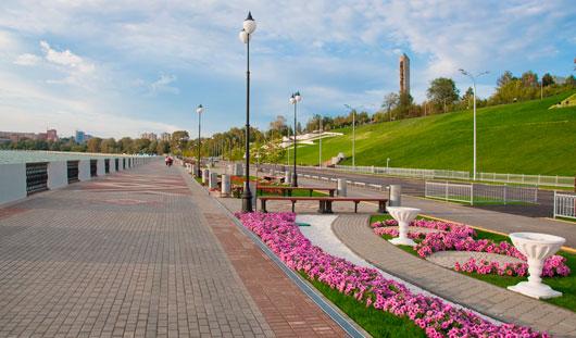 4,5 тысячи цветов на одной клумбе и газон на 40 лет: как делают самые красивые цветники Ижевска