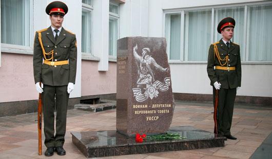 В Ижевске открыли памятник воинам-депутатам Удмуртии