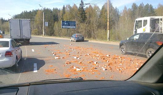 В Ижевске на Воткинском шоссе рассыпались кирпичи