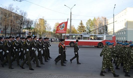 В Ижевске троллейбус невольно поучаствовал в репетиции Парада Победы