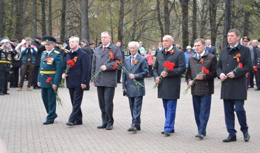Глава города Ижевска Александр Ушаков возложил цветы к Вечному огню