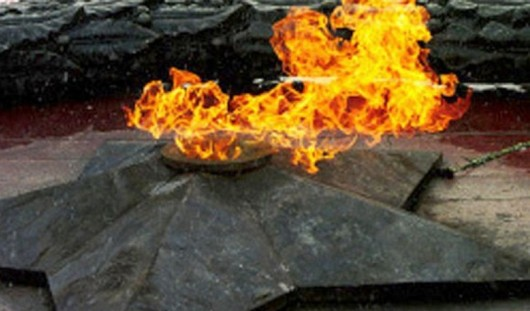 В Воткинске в честь 9 мая зажгли постоянный Вечный огонь