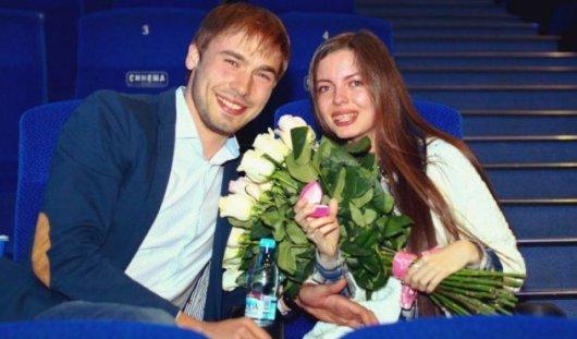 Биатлонист Антон Шипулин сделал предложение своей девушке в кинотеатре Екатеринбурга