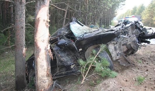 На трассе Ижевск-Гольяны «Хендай» съехал с трассы и врезался в деревья