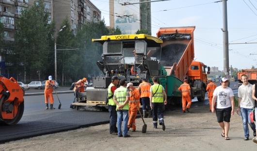 В Ижевске продолжают устранять неровности городских дорог