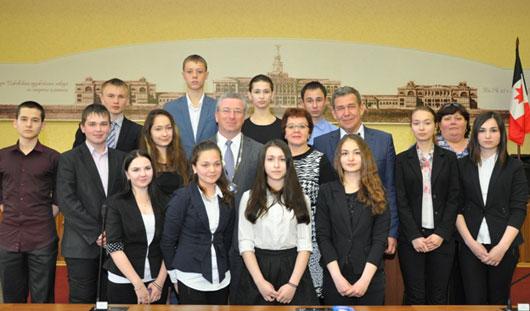 Глава города Ижевска встретился с учениками гимназии № 6