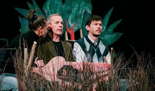 Для оформления нового спектакля в Драмтеатре Ижевска использовали 400 метел