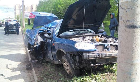 В Ижевске в больнице скончалась пассажирка «Ланоса», врезавшегося в столб