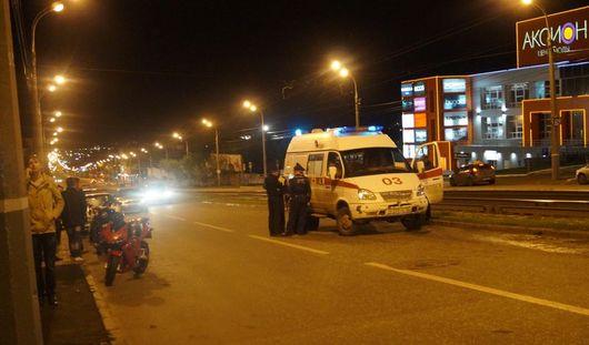 В Ижевске иномарка, выезжая с парковки, столкнулась с двумя мотоциклистами