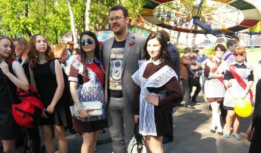 Денис Агашин поздравил ижевских выпускников с последним звонком