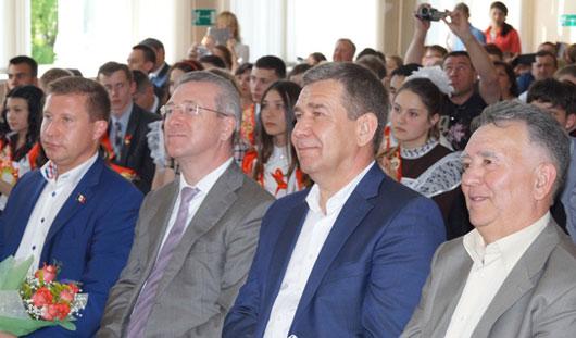 Глава Ижевска Александр Ушаков поздравил выпускников с Последним звонком