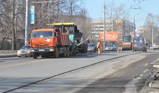 В Ижевске в выходные ремонтировали дорожное полотно на улице Советской