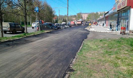 В Ижевске продолжают ремонтировать тротуар на улице Максима Горького