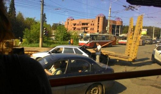 В Ижевске из-за ДТП на улице Ворошилова затруднено движение