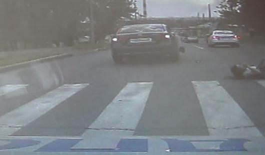 В Ижевске 17-летний водитель, уезжая от патруля ДПС, сбил пешехода