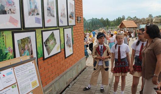 В столице Удмуртии открылась передвижная фотовыставка «Пойдем гулять!»