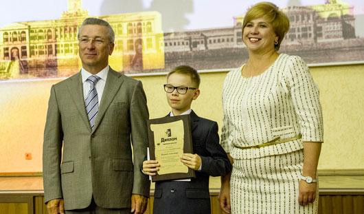 Глава города Ижевска Александр Ушаков вручил гранты одаренным детям