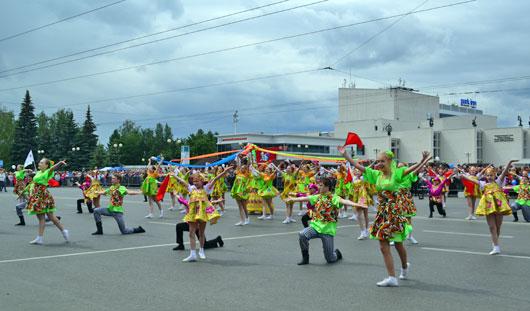 На Центральной площади прошло театрализованное шествие в честь 255-летия Ижевска