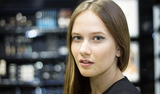 «Делаем лицо» к выпускному: 4 варианта макияжа для юных ижевчанок