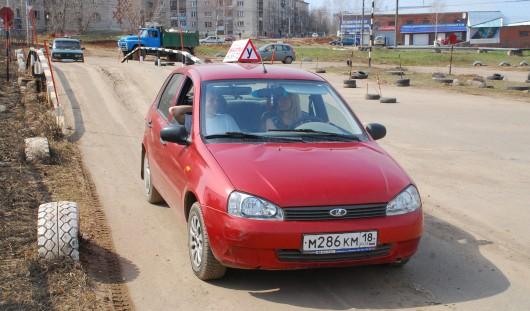В Ижевске запретили ездить учебным авто в часы пик
