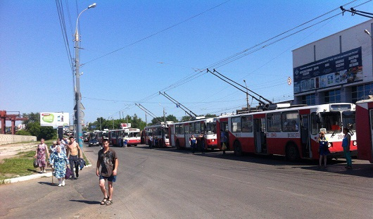 В Ижевске на улице Новоажимова из-за аварии встали троллейбусы