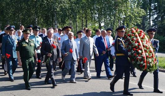 В Ижевске в День памяти и скорби возложили цветы к Вечному огню