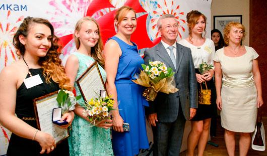 183 выпускника ижевских школ удостоены медали «За особые успехи в учении»
