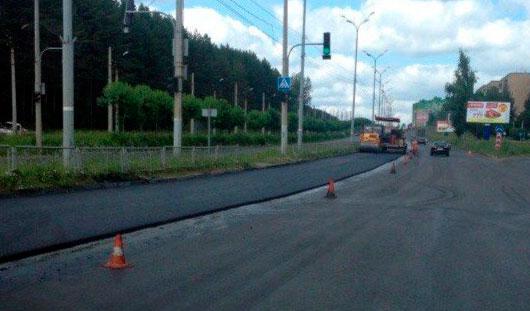 На улице 40 лет Победы в Ижевске начали укладывать второй слой асфальта