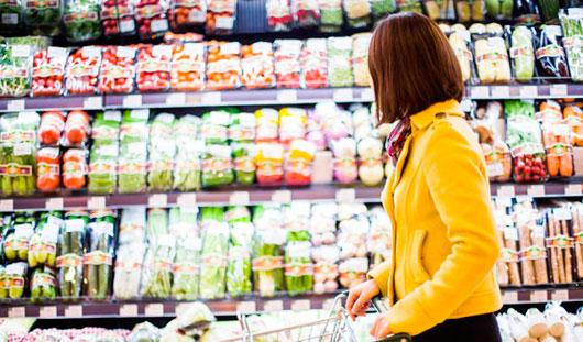 Две трети россиян стали экономить на еде