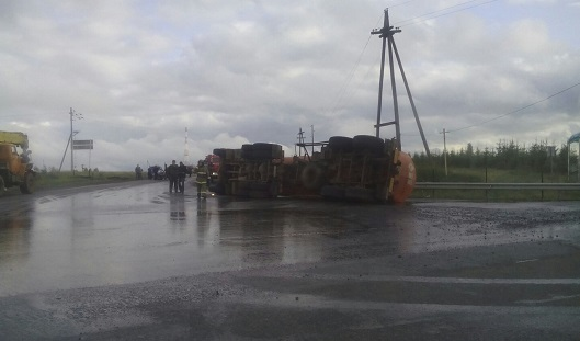 В Удмуртии на трассе Малая Пурга — Ижевск перевернулся бензовоз