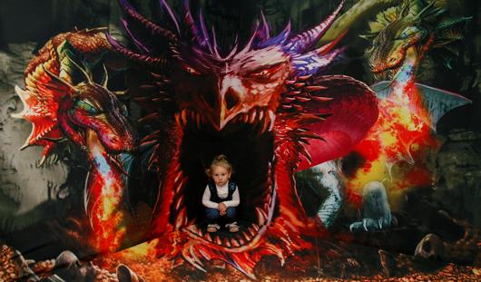 На выставке иллюзий в Ижевске можно побывать в невесомости и в пасти дракона
