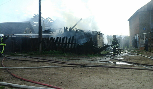 Студент колледжа из Удмуртии спас из пожара 8-летнюю сестру и 7-летнего брата