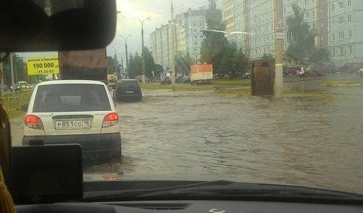 После ливня 11 июля в Ижевске вновь затопило улицы