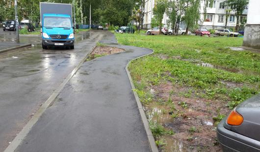 В Ижевске появился странный извилистый тротуар