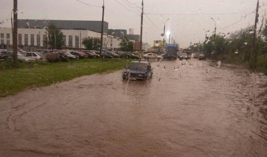 В Ижевске после дождя снова подтопило улицы