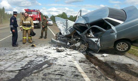 В столкновении двух авто на Можгинском тракте погиб человек