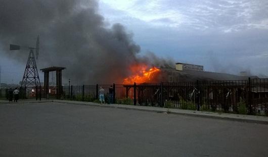 Ресторан «Шале» под Ижевском тушат более 10 пожарных машин