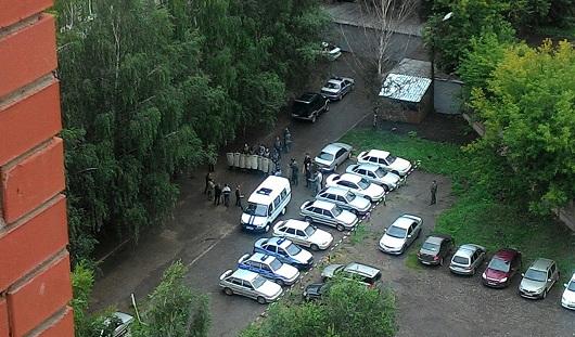 Полицейские в Ижевске провели тренировку по обороне здания