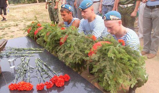 В День ВДВ по Ижевску пронесут фотографии погибших под Омском десантников